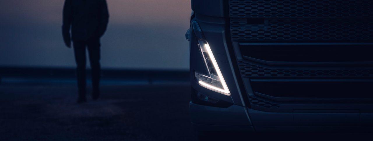 Faros en forma de V de camión Volvo